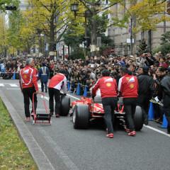 F1マシンが大阪 御堂筋を走る! フェラーリ100台もパレード!